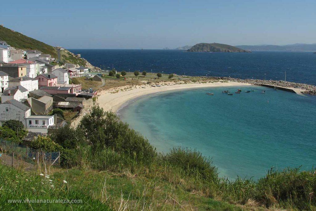Vista del pueblo de Puerto de Bares con su magnifica playa