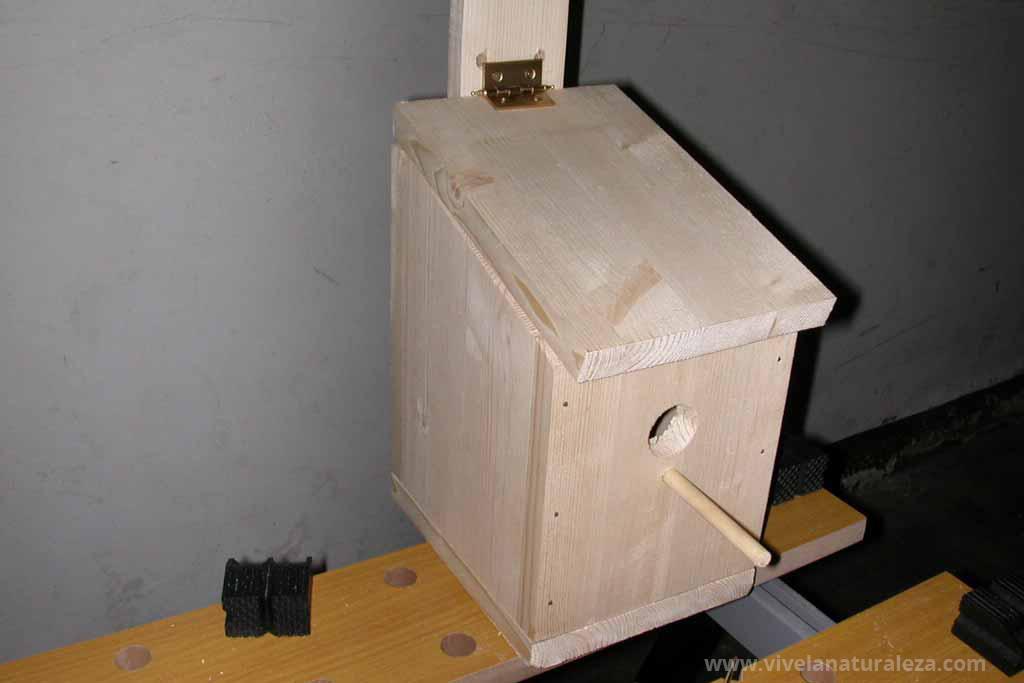 Caja nido para aves silvestres terminada