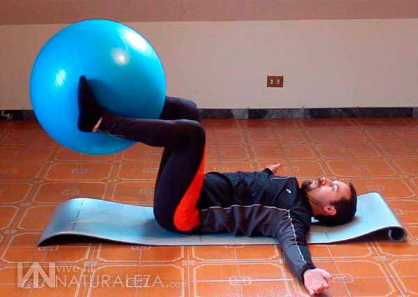Torsion de tronco con balon de pilates