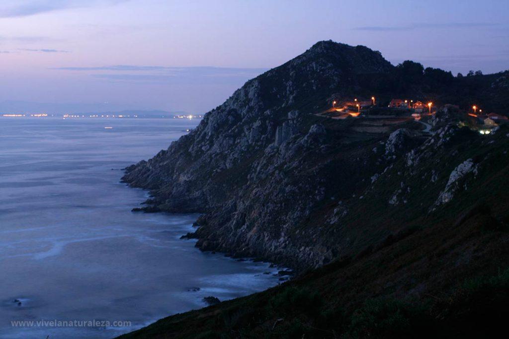 Acantilados espectaculares y playas paradisíacas y nudistas en la Costa da Vela. Un gran destino para turismo de naturaleza