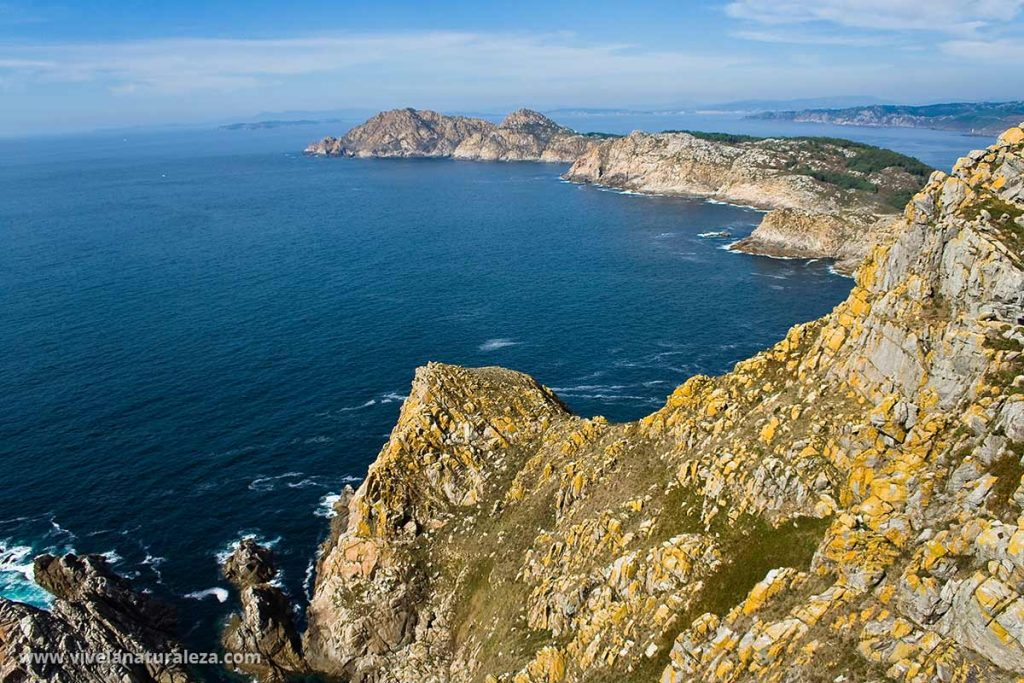 Acantilados de las Islas Cies en el Parque Nacional de las Islas Atlánticas de Galicia