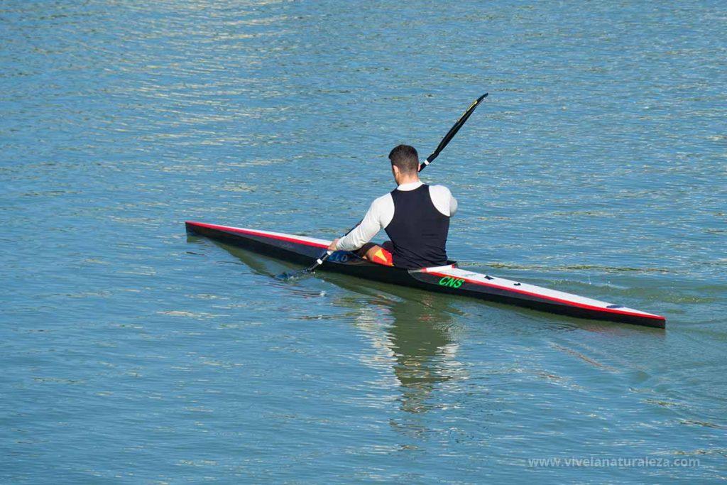 Piragüismo en kayak o canoa, una actividad de aventura o un deporte de alto nivel