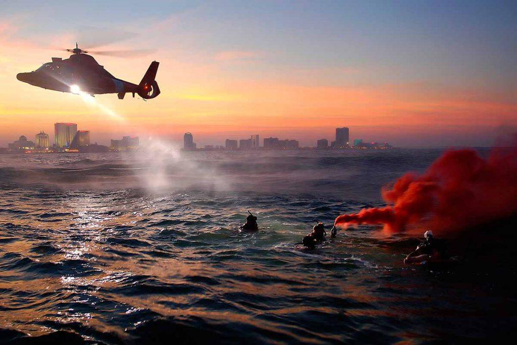 En una emergencia de supervivencia real, preparar señales para que nos encuentren los equipos de rescate será una de nuestras prioridades
